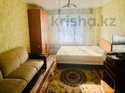 1-комнатная квартира, 45 м², 2/12 этаж посуточно, Кабанбай Батыра 40 за 5 000 〒 в Нур-Султане (Астана), Есиль р-н