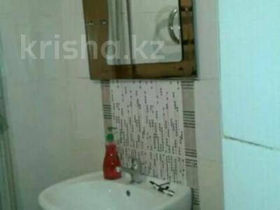 3-комнатная квартира, 80 м², 1/3 этаж посуточно, Аскарова 5 за 8 000 〒 в Шымкенте, Аль-Фарабийский р-н — фото 5