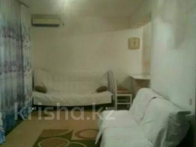 3-комнатная квартира, 80 м², 1/3 этаж посуточно, Аскарова 5 за 8 000 〒 в Шымкенте, Аль-Фарабийский р-н — фото 2