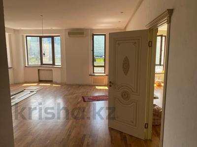 4-комнатная квартира, 150 м², 3/9 этаж на длительный срок, мкр Самал-2 16 за 800 000 〒 в Алматы, Медеуский р-н