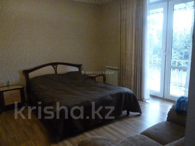5-комнатный дом помесячно, 220 м², 8 сот., Афцинао — Шаляпина за 500 000 〒 в Алматы, Ауэзовский р-н — фото 12
