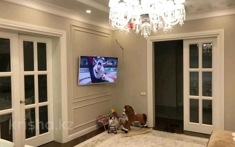 2-комнатная квартира, 115 м², 1/7 этаж поквартально, Митина 4 — проспект Достык за 780 000 〒 в Алматы