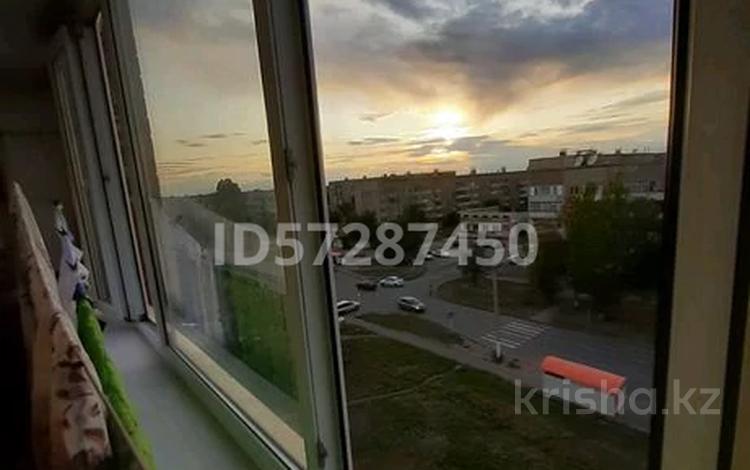 3-комнатная квартира, 63 м², Камзина 67 за 9 млн 〒 в Аксу