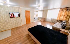1-комнатная квартира, 45 м², 3/9 этаж посуточно, Бухар Жырау 63/4 за 7 000 〒 в Караганде