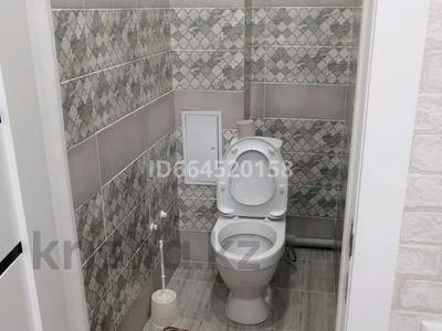 2-комнатная квартира, 56 м², 1/7 этаж посуточно, мкр. Батыс-2, Батыс 2 за 8 000 〒 в Актобе, мкр. Батыс-2