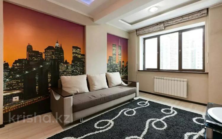 2-комнатная квартира, 55 м², 4/14 этаж посуточно, Айманова 140 — Сатпаева за 13 000 〒 в Алматы