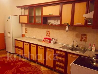 2-комнатная квартира, 80 м², 5/16 этаж посуточно, Мкр Алмагуль 23 за 8 000 〒 в Атырау — фото 6