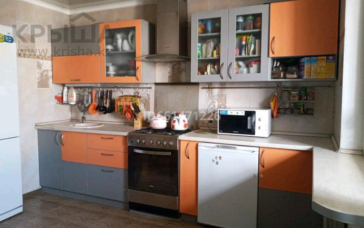 2-комнатная квартира, 77 м², 9/9 этаж, мкр Аксай-1А, Мкр. Аксай 23 за 23 млн 〒 в Алматы, Ауэзовский р-н