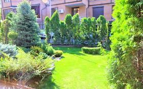 6-комнатный дом, 440 м², 4.4 сот., мкр Самал-3, Бульвар Мендикулова — проспект Аль-Фараби за 385 млн 〒 в Алматы, Медеуский р-н