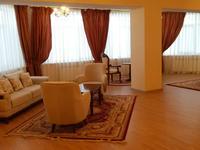 6-комнатный дом помесячно, 1000 м², 20 сот.