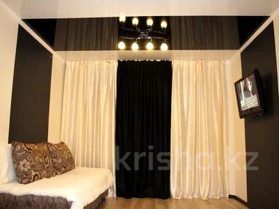 1-комнатная квартира, 35 м² посуточно, Бухар Жырау 54а — Абдирова за 8 000 〒 в Караганде, Казыбек би р-н