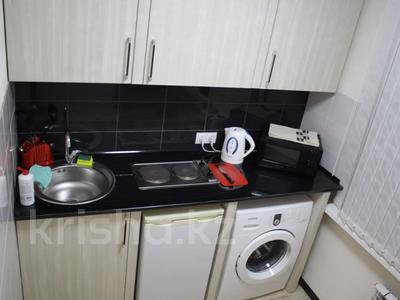 1-комнатная квартира, 35 м² посуточно, Бухар Жырау 54а — Абдирова за 8 000 〒 в Караганде, Казыбек би р-н — фото 5