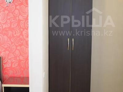 1-комнатная квартира, 35 м² посуточно, Бухар Жырау 54а — Абдирова за 8 000 〒 в Караганде, Казыбек би р-н — фото 3