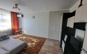 1-комнатная квартира, 36 м², 3/5 этаж посуточно, проспект Санкибай Батыра 167 — Сатпаева за 5 000 〒 в Актобе