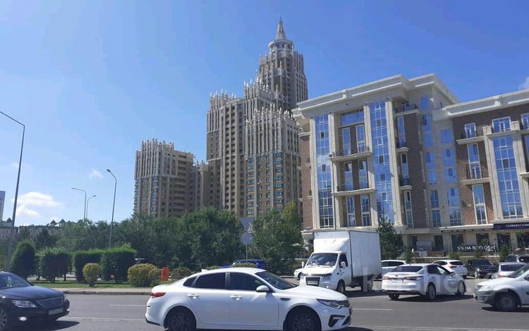 3-комнатная квартира, 150 м², 4/8 этаж, Кабанбай батыра 7 за 74 млн 〒 в Нур-Султане (Астана), Есиль р-н