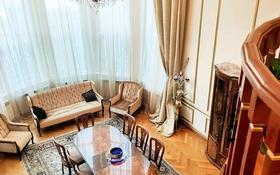 10-комнатный дом, 1000 м², 22 сот., мкр Горный Гигант, Жамакаева за 440 млн 〒 в Алматы, Медеуский р-н