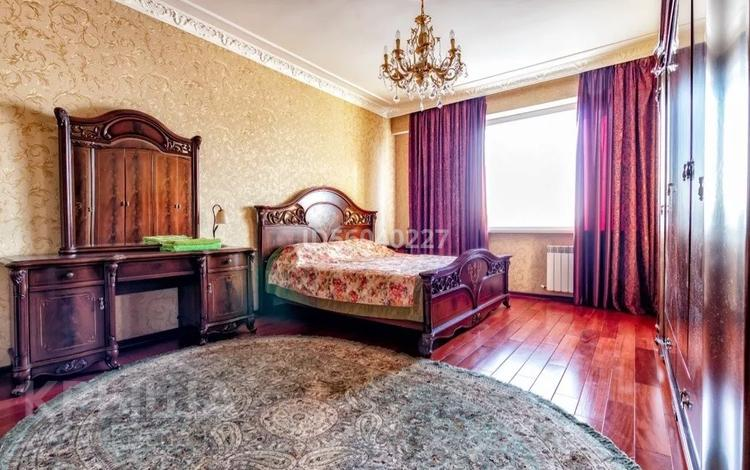 2-комнатная квартира, 55 м², 3/7 этаж посуточно, Достык 13/1 — Туркестан за 12 000 〒 в Нур-Султане (Астана)