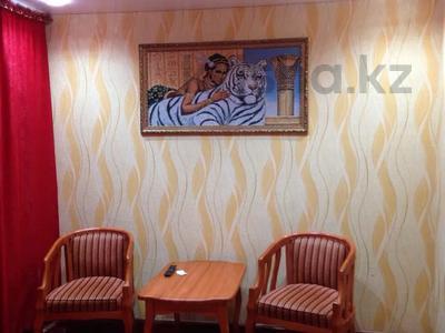 1-комнатная квартира, 32 м², 1/5 этаж посуточно, Нуркена Абдирова 38 за 5 000 〒 в Караганде, Казыбек би р-н — фото 2