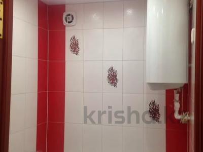 1-комнатная квартира, 32 м², 1/5 этаж посуточно, Нуркена Абдирова 38 за 5 000 〒 в Караганде, Казыбек би р-н — фото 3