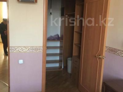3-комнатная квартира, 75 м², 3/4 этаж, Бухар-жырау 46 за 25 млн 〒 в Караганде, Казыбек би р-н — фото 3