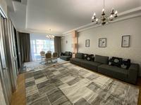 4-комнатная квартира, 150 м², 2/8 этаж помесячно