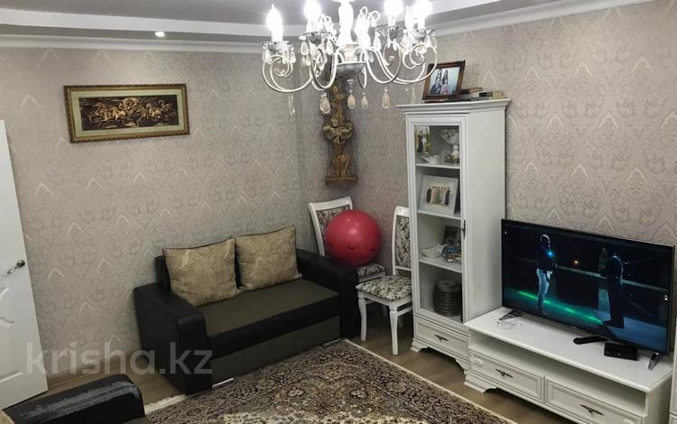 3-комнатная квартира, 110 м², 8/13 этаж, мкр Аксай-5, Мкр Аксай-5 за 38 млн 〒 в Алматы, Ауэзовский р-н