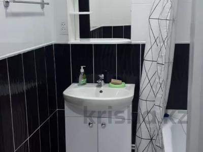 1-комнатная квартира, 43 м², 4/4 этаж посуточно, проспект Республики 93/1 за 6 000 〒 в Темиртау — фото 10