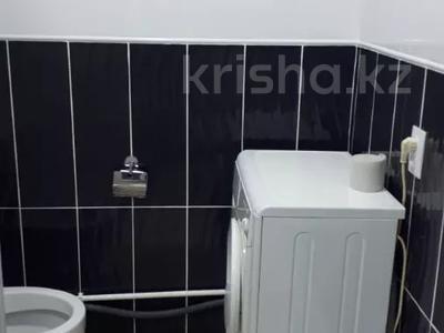 1-комнатная квартира, 43 м², 4/4 этаж посуточно, проспект Республики 93/1 за 6 000 〒 в Темиртау — фото 11
