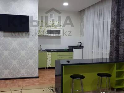 1-комнатная квартира, 43 м², 4/4 этаж посуточно, проспект Республики 93/1 за 6 000 〒 в Темиртау — фото 2