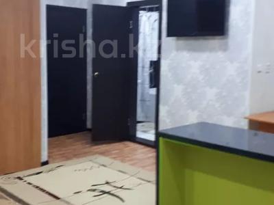 1-комнатная квартира, 43 м², 4/4 этаж посуточно, проспект Республики 93/1 за 6 000 〒 в Темиртау — фото 3
