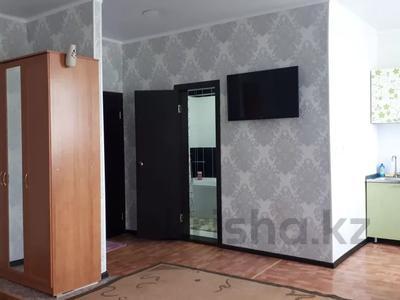 1-комнатная квартира, 43 м², 4/4 этаж посуточно, проспект Республики 93/1 за 6 000 〒 в Темиртау — фото 4
