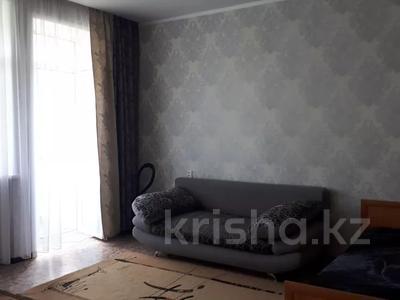 1-комнатная квартира, 43 м², 4/4 этаж посуточно, проспект Республики 93/1 за 6 000 〒 в Темиртау — фото 5