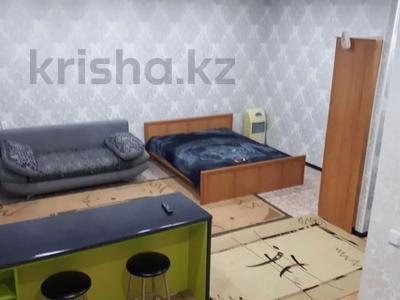 1-комнатная квартира, 43 м², 4/4 этаж посуточно, проспект Республики 93/1 за 6 000 〒 в Темиртау — фото 6