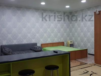 1-комнатная квартира, 43 м², 4/4 этаж посуточно, проспект Республики 93/1 за 6 000 〒 в Темиртау — фото 7