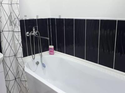 1-комнатная квартира, 43 м², 4/4 этаж посуточно, проспект Республики 93/1 за 6 000 〒 в Темиртау — фото 8