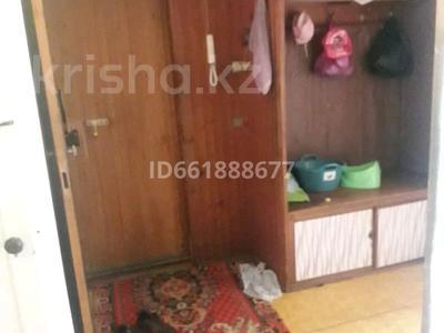 3-комнатная квартира, 61.5 м², 3/5 этаж, улица Строителей 28 за 6 млн 〒 в Аксу — фото 2