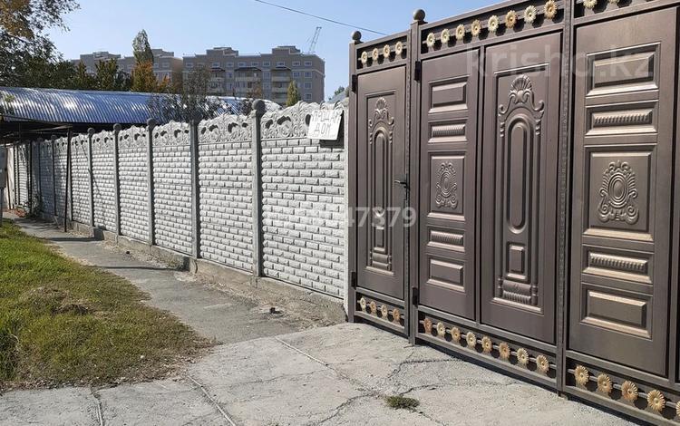 4-комнатный дом, 74 м², 8.74 сот., Абая 16 за 28 млн 〒 в Таразе