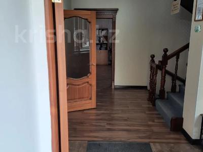 5-комнатный дом, 300 м², 5 сот., Тайманова 120/1 за 61 млн 〒 в Уральске