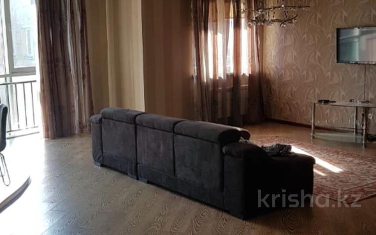 2-комнатная квартира, 91 м², 18/20 этаж, Брусиловского 144 за 31.5 млн 〒 в Алматы, Алмалинский р-н