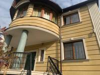 8-комнатный дом помесячно, 400 м², 13 сот.