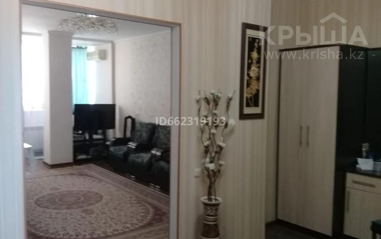 3-комнатная квартира, 85 м², 4/6 этаж, мкр Женис, Мкр Женис 21 за 25 млн 〒 в Уральске, мкр Женис