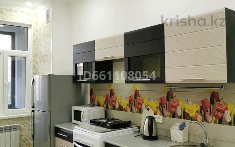 1-комнатная квартира, 55 м², 8/10 этаж помесячно, 17-й мкр, 17 мкр 21 за 140 000 〒 в Актау, 17-й мкр