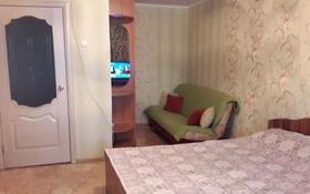 1-комнатная квартира, 38 м², 3/9 этаж посуточно, мкр Строитель — Шолохова за 5 000 〒 в Уральске, мкр Строитель