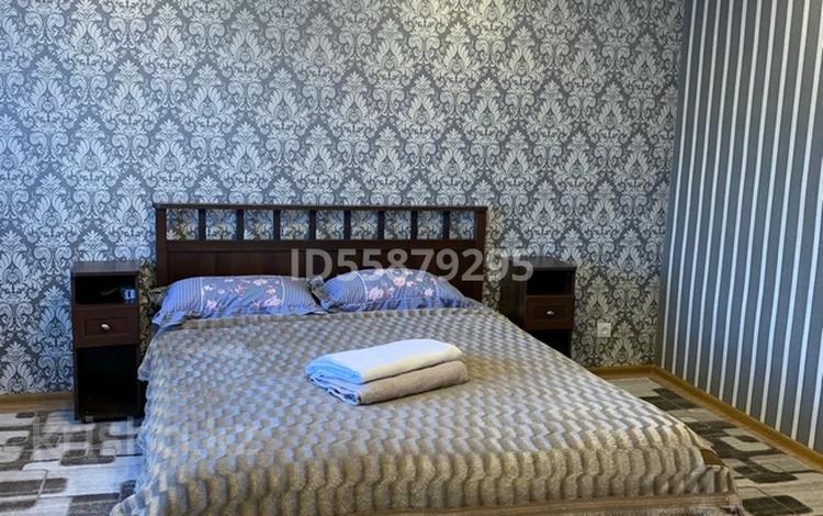 2-комнатная квартира, 68 м², 1/5 этаж посуточно, мкр Новый Город, Гоголя 54 за 9 000 〒 в Караганде, Казыбек би р-н