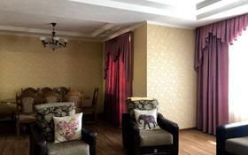 6-комнатный дом, 300 м², 5 сот., Крылова — Жанибекова за 75 млн 〒 в Караганде, Казыбек би р-н