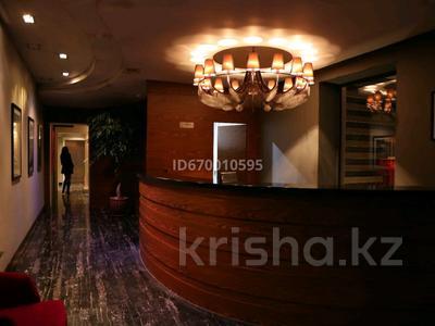 Здание, площадью 1000 м², 8-й микрорайон, Уркумбаева 26 — Аскарова за 400 млн 〒 в Шымкенте, Абайский р-н
