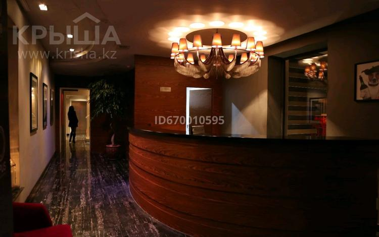Здание, площадью 1000 м², 8-й микрорайон, Уркумбаева 26 — Аскарова за 1.5 млн 〒 в Шымкенте, Абайский р-н