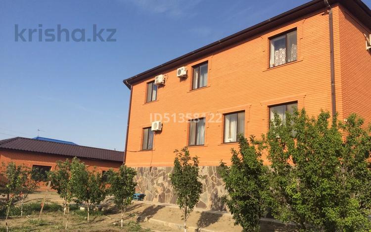 7-комнатный дом, 493 м², 7.4 сот., мкр Мунайшы, Мкр. Мунайшы(бывшая Огородная) 7 за 73 млн 〒 в Атырау, мкр Мунайшы