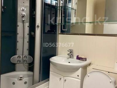1-комнатная квартира, 34 м², 4/5 этаж помесячно, мкр Новый Город 32 — Ерубаева за 120 000 〒 в Караганде, Казыбек би р-н — фото 2