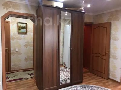 4-комнатная квартира, 80 м², 6/9 этаж, Сатыбалдина 7 за 20 млн 〒 в Караганде, Казыбек би р-н